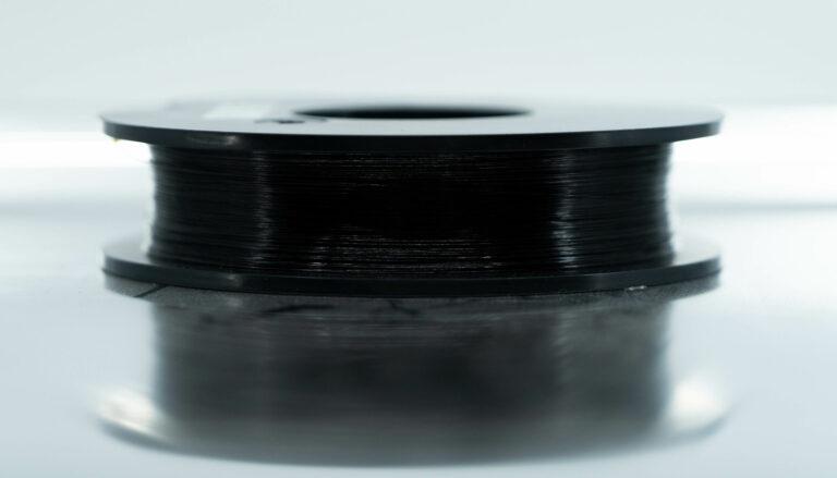 Onyx FR-A und Kohlefaser FR-A Material von Markforged Spule